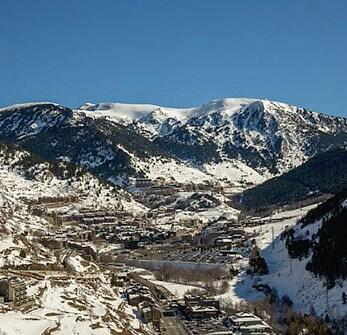 une montagne enneigée location vacance hiver