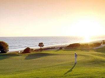 terrain de golfe pendant les vacances d'été