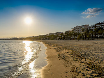 mer de sable pendant les vacances d'été