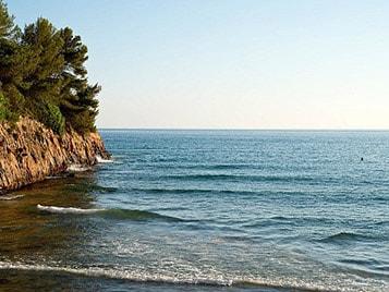 plage en pleine nature pour des idées de week-end à la dernière minute