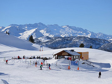 Piste de ski pendant les vacances d'hiver